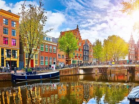 Đạp xe trên đường phố Amsterdam