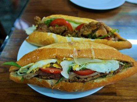 Tìm về Hội An thưởng thức bánh mỳ Phượng thơm ngon